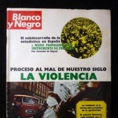 Coleccionismo de Revista Blanco y Negro: REVISTA BLANCO Y NEGRO. Nº 3167, 1973. PABLO CASALS FAMILIARMENTE ACOGIDO EN EL PALACIO REAL. Lote 144145002