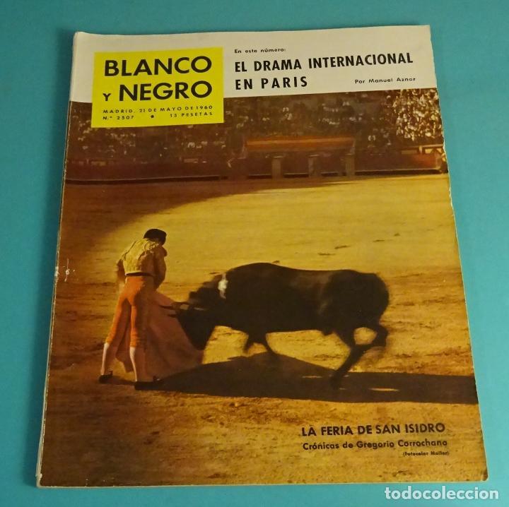 BLANCO Y NEGRO Nº 2507. MAYO 1960. FERIA DE SAN ISIDRO. REAL MADRID. PUEBLO ESQUIMAL. HOCKEY. TINTÍN (Coleccionismo - Revistas y Periódicos Modernos (a partir de 1.940) - Blanco y Negro)
