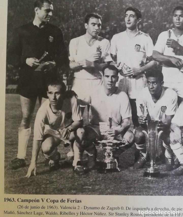 FOTOGRAFÍA DEL VCF, CAMPEÓN V COPA DE FERIAS 1963 (Coleccionismo - Revistas y Periódicos Modernos (a partir de 1.940) - Blanco y Negro)