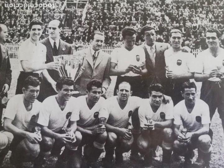 Coleccionismo de Revista Blanco y Negro: Fotografía del VCF, campeón de liga 1941 - 1942 - Foto 3 - 171149409