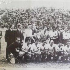 Coleccionismo de Revista Blanco y Negro: FOTOGRAFÍA DEL VCF, CAMPEÓN DE LIGA 1941 - 1942. Lote 171149409