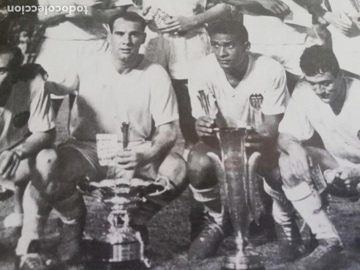 Coleccionismo de Revista Blanco y Negro: Fotografía del VCF, campeón V copa de ferias 1963 - Foto 3 - 171149750