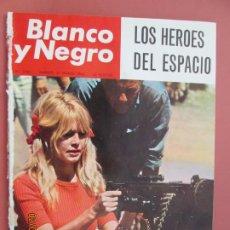 Colecionismo de Revistas Preto e Branco: BLANCO Y NEGRO REVISTA Nº 2760 27-03-1965 - BRIGITTE BARDOT - LOS HEROES DEL ESPACIO . Lote 193371741