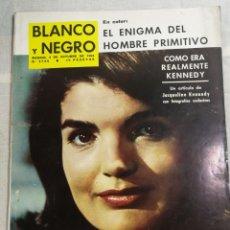 Coleccionismo de Revista Blanco y Negro: REVISTA BLANCO Y NEGRO JACQUELINE KENNEDY. Lote 205678861