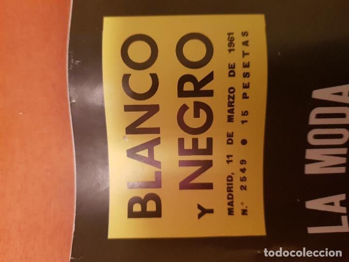 Coleccionismo de Revista Blanco y Negro: BLANCO Y NEGRO REVISTA Nº 2549 MADRID, 11 DE MARZO 1961_LA MODA DE PARIS PARA PRIMAVERA VERANO. - Foto 2 - 210775150