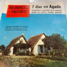 Coleccionismo de Revista Blanco y Negro: REVISTA BLANCO Y NEGRO 1960, REPORTAJES: TRAGEDIA AGADIR, FALLAS VALENCIA, RAMON MERCADER, SAENZ DE. Lote 214109503