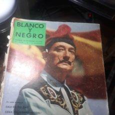 Coleccionismo de Revista Blanco y Negro: REVISTA BLANCO Y NEGRO N° 2436. 10 ENERO 1958 . DALI EN ZIG-ZAG.. Lote 235093615
