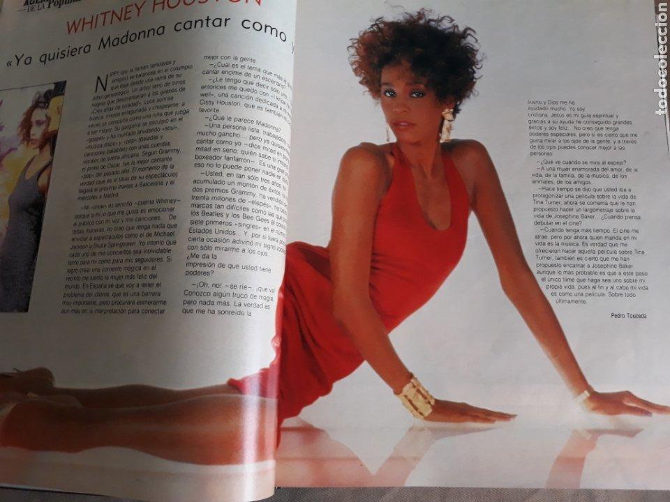 Coleccionismo de Revista Blanco y Negro: REVISTA AÑO 1988 . PEDRO ALMODÓVAR- SARA MONTIEL - DAVID SUMMERS - WHITNEY HOUSTON . VER SUMARIO. - Foto 3 - 241022280