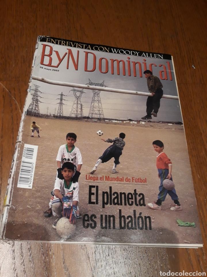 REVISTA 2002 . WOODY ALLEN - VICENTE FERRER - MUNDIAL DE FUTBOL 2002. EL FUTBOL DE OTROS MUNDOS (Coleccionismo - Revistas y Periódicos Modernos (a partir de 1.940) - Blanco y Negro)