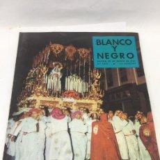 Coleccionismo de Revista Blanco y Negro: REVISTA BLANCO Y NEGRO. Nº 2395, 1958. SEMANA SANTA EN MALAGA. Lote 246663390