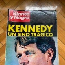 Coleccionismo de Revista Blanco y Negro: BLANCO Y NEGRO Nº 2928 - KENNEDY: UN SINO TRÁGICO. Lote 256033005
