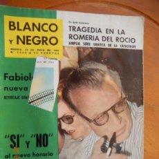 Coleccionismo de Revista Blanco y Negro: BLANCO Y NEGRO Nº 2560- 27-05-1961 - 1961 TRAGEDIA EN LA ROMERIA DEL ROCIO. Lote 270174363