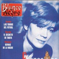Coleccionismo de Revista Blanco y Negro: REVISTA BLANCO Y NEGRO Nº 4010 AÑO 1996. FRANCOISE HARDY. LAS TRIBUS DEL FÚTBOL.. Lote 277140923
