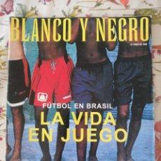 Coleccionismo de Revista Blanco y Negro: REVISTA BLANCO Y NEGRO 4121 21 JUNIO 1998 LOQUILLO FÚTBOL EN BRASIL. Lote 281803828