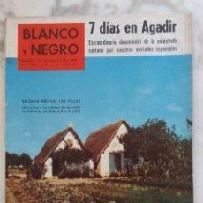 Coleccionismo de Revista Blanco y Negro: BLANCO Y NEGRO.MARZO 1960.Nº 2497. AGADIR. RAMON MERCADER.MODA 1960. REVISTA. Lote 288472563