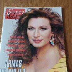 Coleccionismo de Revista Blanco y Negro: REVISTA BLANCO Y NEGRO N° 3645. 7 MAYO 1989. ROCÍO JURADO ARMAS DE MUJER. Lote 289698453