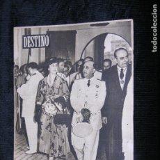 Coleccionismo de Revista Destino: F1 DESTINO Nº 775 AÑO 1952 EL JEFE DEL ESTADO Y SU ESPOSA EN LA FERIA DE MUESTRAS.. Lote 118367983