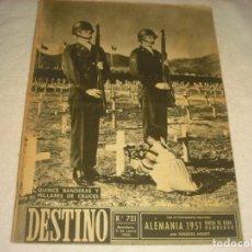 Coleccionismo de Revista Destino: DESTINO Nº 721 , JUNIO 1951 . EN PORTADA 15 BANDERAS Y MILLARES DE CRUCES . ALEMANIA 1951.. Lote 147886398