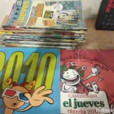 Coleccionismo de Revista El Jueves: LOTE DE 35 REVISTAS EL JUEVES + 2 CALENDARIOS + 4 LIBROS (LEER DESCRIPCIÓN). Lote 169124960