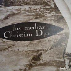 Coleccionismo de Revista Hola: RECORTE REVISTA HOLA AÑO 1963 PUBLICIDAD SOBRE LAS MEDIAS CRISTIAN DIOR. Lote 159365162
