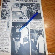 Coleccionismo de Revista Hola: RECORTE : AUDREY HEPBURN CON SU HIJO Y MARIDO, EL DR. DOTTI. HOLA, ABRIL 1969 (). Lote 166981596
