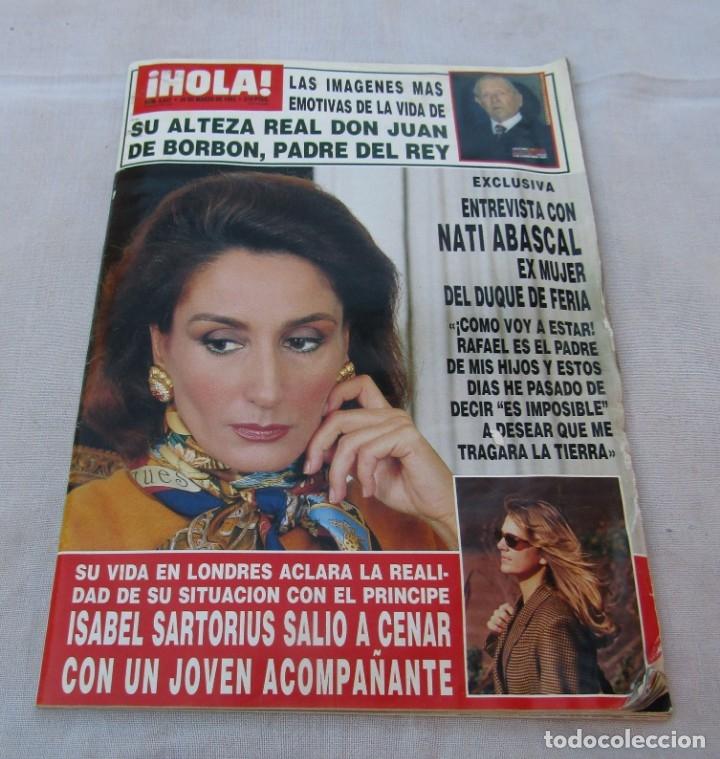 HOLA Nº 2537 PEDRO ALMODOVAR PREMIO CESAR 3 PAGINAS 9 FOTOS - JACQUELINE BISSET 7 PAG.11 FOT A 1993 (Coleccionismo - Revistas y Periódicos Modernos (a partir de 1.940) - Revista Hola)