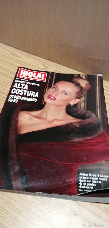 REVISTA HOLA ALTA COSTURA: ADRIANA SKLENARIKOVA/KAREMBEU (Coleccionismo - Revistas y Periódicos Modernos (a partir de 1.940) - Revista Hola)