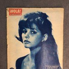 Coleccionismo de Revista Hola: HOLA. CLAUDIA CARDINALE, HA CONQUISTADO A LOS PARISIENSES ..REVISTA DE ACTUALIDAD, NO.893. Lote 178369880