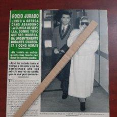 Coleccionismo de Revista Hola: ROCIO JURADO JUNTO ORTEGA CANO ABANDONA CLINICA SEVILLA- RECORTE 1 PAG. REVISTA HOLA AÑO 1992. Lote 194619978