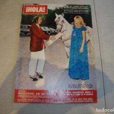 Coleccionismo de Revista Hola: REVISTA HOLA CARMEN MARTINEZ BORDIU POSA PARA DALI. Lote 222048042