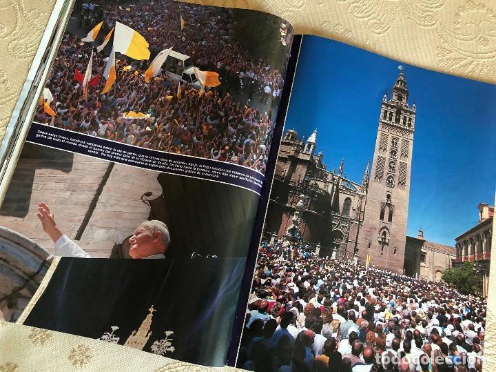 Coleccionismo de Revista Hola: Revista Hola. Número 2.550. Visita del Papa Juan Pablo II a España. Sevilla. Madrid. Huelva. 1993. - Foto 5 - 226033030