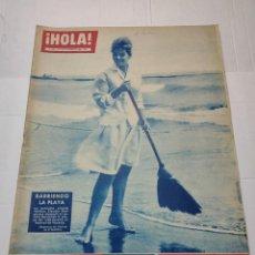 Coleccionismo de Revista Hola: REVISTA HOLA N°838 AÑO 1960 PORTADA CLAUDIA MORI BARRIENDO PLAYA. Lote 284030733