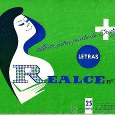 Coleccionismo de Revistas y Periódicos: ALBUM PARA PUNTO DE CRUZ , LETRAS , REALCE NUM 103 (1970, 21X27,5CM APROX). Lote 21291808