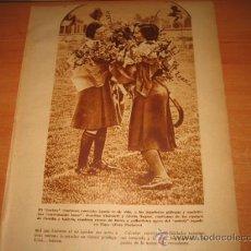 Coleccionismo de Revistas y Periódicos: EL HOCKEUY FEMENINO .-LAS JUGADORAS GALLEGAS Y MADRILEÑAS ESTRECHANDO LAZOS HOJA DE REVISTA 1935. Lote 27968819