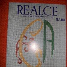 Coleccionismo de Revistas y Periódicos: REALCE - REVISTA PUNTO DE CRUZ - LETRAS PARA BORDAR A PUNTO DE CRUZ EN ESCUDO - NUEVA. Lote 34616420