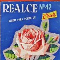 Coleccionismo de Revistas y Periódicos: LABORES - REVISTA REALCE Nº 42 - ALBUM PARA PUNTO DE CRUZ - ED. REALCE - AÑO 1959 - RD3. Lote 74911671