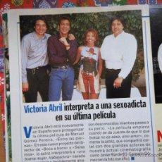 Coleccionismo de Revistas y Periódicos: RECORTE VICTORIA ABRIL CARMELO GOMEZ JAVIER BARDEM. Lote 55013385