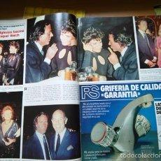 Coleccionismo de Revistas y Periódicos: RECORTE JULIO IGLESIAS RAQUEL WELCH . Lote 56106407