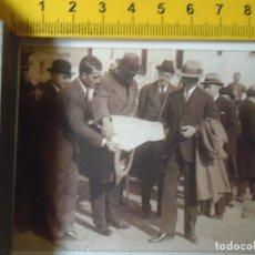 Coleccionismo de Revistas y Periódicos: 1928 REY ALFONSO XIII CIUDAD JARDIN , SEVILLA , CON EL ARQUITECTO SEÑOR IGLESIAS. Lote 72030107