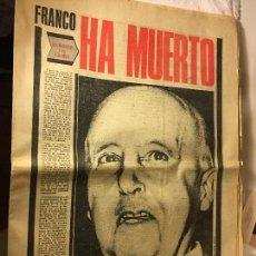 Coleccionismo de Revistas y Periódicos: REVISTA PERIODICO PUEBLO FRANCO EL CAUDILLO A MUERTO. Lote 105123275