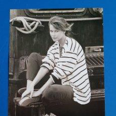 Coleccionismo de Revistas y Periódicos: CLAUDIA SCHIFFER - RECORTE CATALOGO MANGO PRIMAVERA-VERANO 1994. Lote 112721459