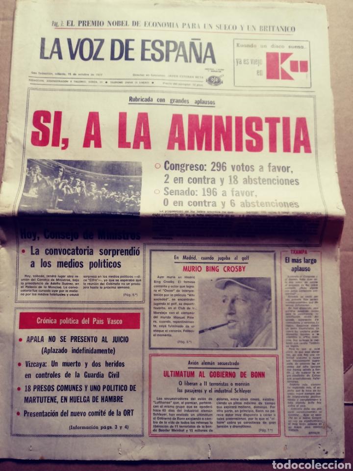 LA VOZ DE ESPAÑA. SAN SEBASTIÁN, 15/10/1977. SÍ A LA AMNISTÍA (Coleccionismo - Revistas y Periódicos Modernos (a partir de 1.940) - Otros)