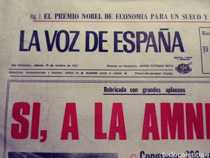 Coleccionismo de Revistas y Periódicos: La voz de España. San Sebastián, 15/10/1977. Sí a la amnistía - Foto 2 - 117355294