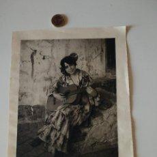 Coleccionismo de Revistas y Periódicos: HOJA LIBRO ORIGINAL SIGLO XIX. CON LA GUITARRA, RETRATO DE MUJER ESPAÑOLA. VISTA GIRLADA SEVILLA. Lote 122538447