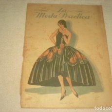 Coleccionismo de Revistas y Periódicos: LA MODA PRACTICA ILUSTRADA Nº 842, ABRIL 1928 , EN PORTADA TRAJE 1830.. Lote 132908978