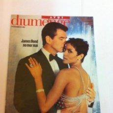 Coleccionismo de Revistas y Periódicos: AVUI - JAMES BOND- 2002. (CATALÀ). Lote 145872374