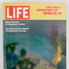 Coleccionismo de Revistas y Periódicos: REVISTA LIFE, EL COHETE APOLLO X, 9 DE JUNIO, 1969. EN INGLÉS. 34X26,5CM. Lote 151365474
