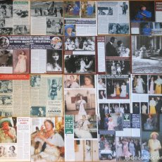 Coleccionismo de Revistas y Periódicos: QUEEN ELIZABETH ENGLAND LOTE PRENSA MOM 1960S/90S CLIPPINGS PHOTOS MAGAZINE ROYALTY REINA MADRE. Lote 156837074