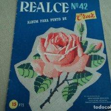 Coleccionismo de Revistas y Periódicos: ANTIGUA REVISTA REALCE PUNTO DE CRUZ Nº 42. Lote 192579592