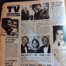 Coleccionismo de Revistas y Periódicos: BING CROSBY DOROTHY LAMOUR BOB HOPE MARY TYLER MOORE . Lote 194308360
